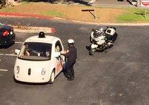 La Google Car fermata dalla polizia: intralciava il traffico