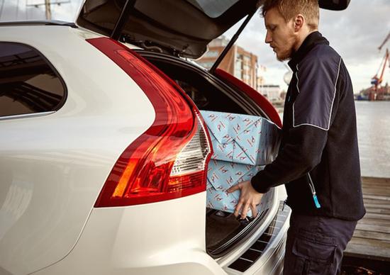 Volvo in car delivery: regali consegnati direttamente in auto
