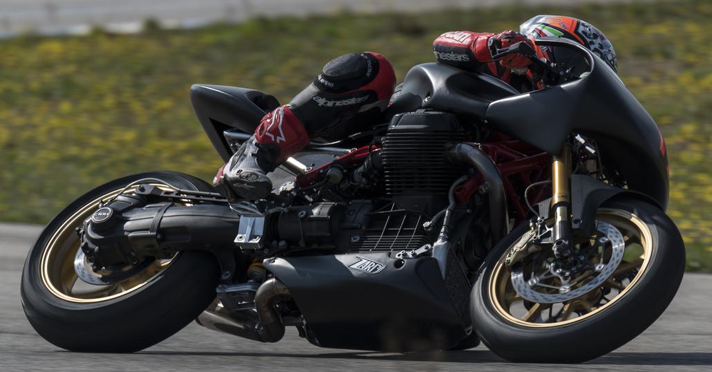 Le Moto Guzzi diventano da pista con Guareschi