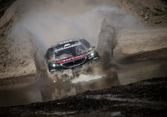 Dakar 2016. Live seconda tappa: vincono Loeb (auto) e Price (moto)