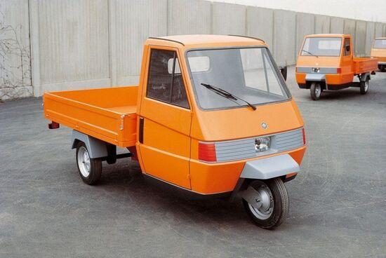 Piaggio nel 1982 affida a Giugiaro il design del nuovo Ape: nasce l'Ape TM, commercializzato ancora oggi