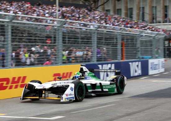 Lucas di Grassi in azione a Roma su Audi e-tron FE04