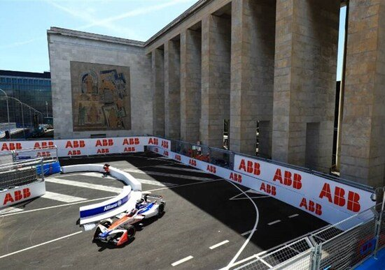 Corsa clandestina sul circuito di Roma della Formula E