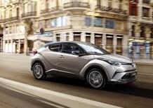Toyota C-HR Hybrid, per lei è figo consumare poco [Video]
