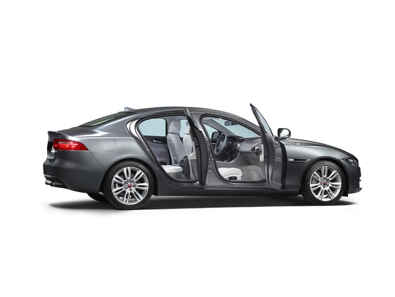 Jaguar XE (4)