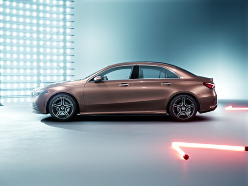 Mercedes Classe A: la versione sedan debutta a Pechino 2018 (8)