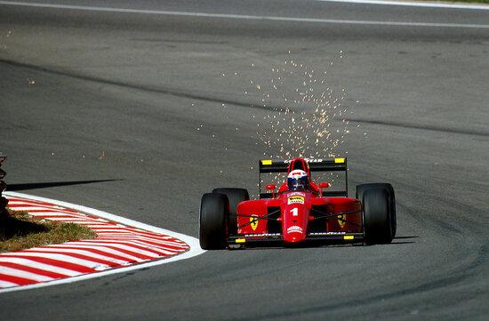 La Ferrari aveva avviato le trattative per far correre con i colori della Casa di Maranello Ayrton Senna, ma Alain Prost mise un veto, facendo così sfumare il precontratto del pilota brasiliano