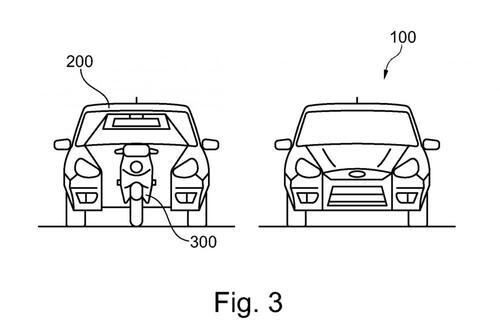 Ford brevetta l'auto che ospita uno scooter al proprio interno (3)