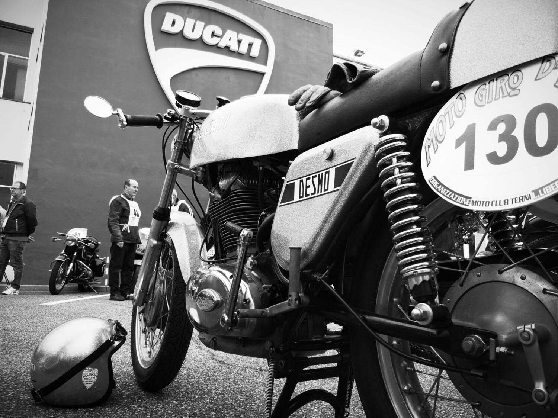 Motogiro D'Italia. Tre epoche di storia in moto, oggi