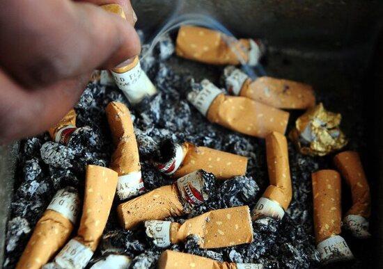 Mozziconi di sigarette: gettarli per strada costerà una multa fino a 300 euro