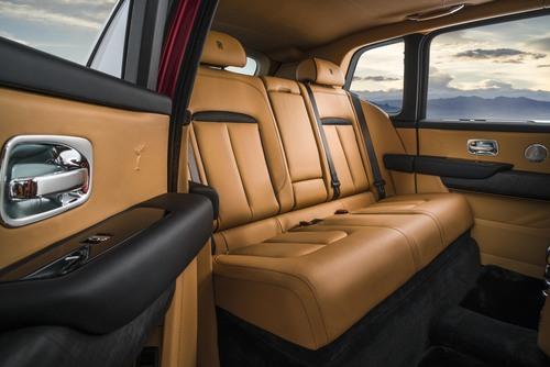 Rolls-Royce Cullinan, ecco il primo SUV della casa britannica (6)