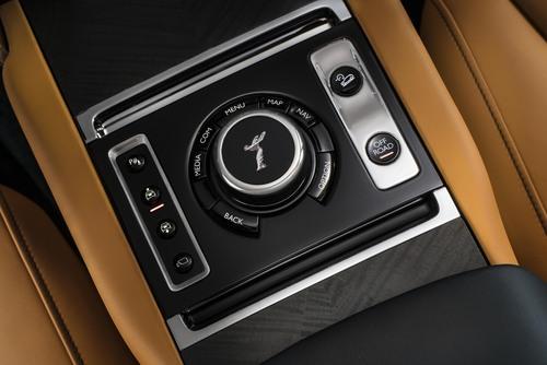 Rolls-Royce Cullinan, ecco il primo SUV della casa britannica (8)