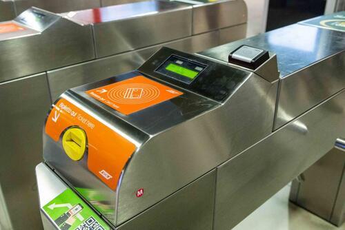 """La metro? A Milano si paga al tornello con la carta """"contactless""""  (3)"""