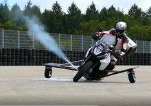 Innovazione Bosch: la moto non cade grazie al getto di gas