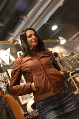 La nostra Cristina indossa la giacca Heston da donna