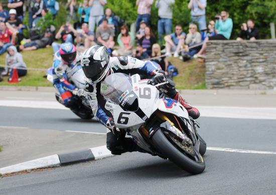 TT 2016, Michael Dunlop torna con BMW e Hawk racing