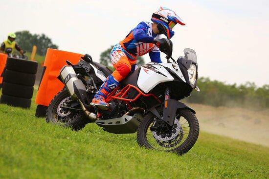 Umberto affronta lo slalom a bassa velocità