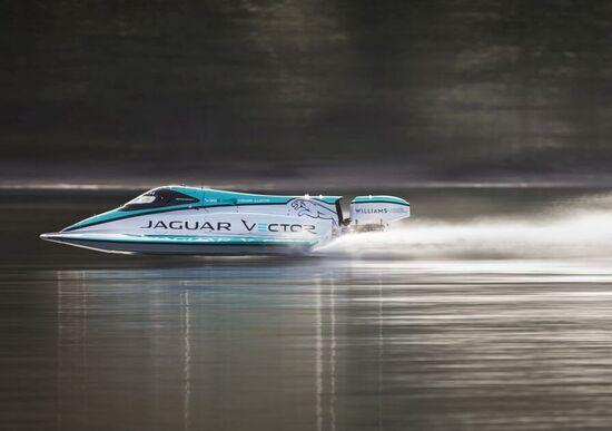 Jaguar: record del mondo di velocità per barche elettriche [Video]