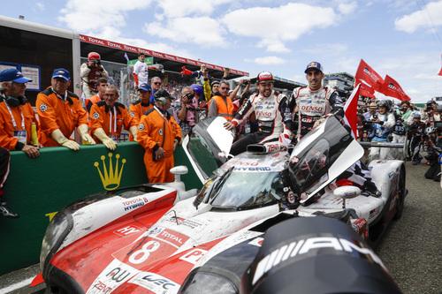 24 Ore di Le Mans, Doppietta Toyota: Alonso Nakajima e Buemi nella storia [video] (7)