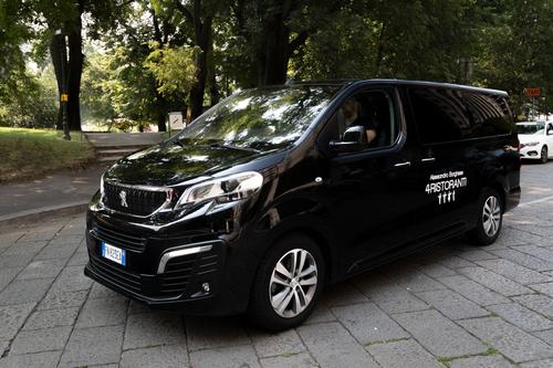 """Peugeot Traveller, vettura ufficiale della serie TV """"4 Ristoranti"""" (7)"""