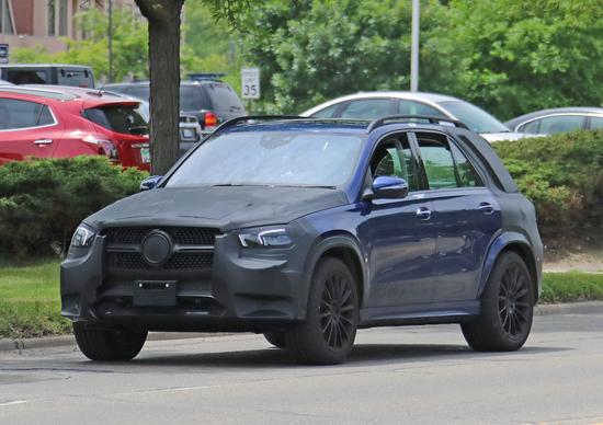 Mercedes GLE 2019, beccata la nuova versione dentro e fuori
