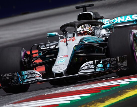 Ritiro per Lewis Hamilton