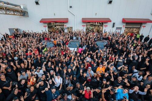 Tesla in target per la produzione di Model 3: applausi meritati? (2)