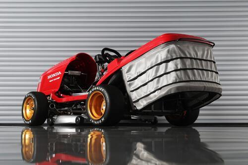 Honda Mean Mower V2, il tosaerba record da 240 km/h  (3)