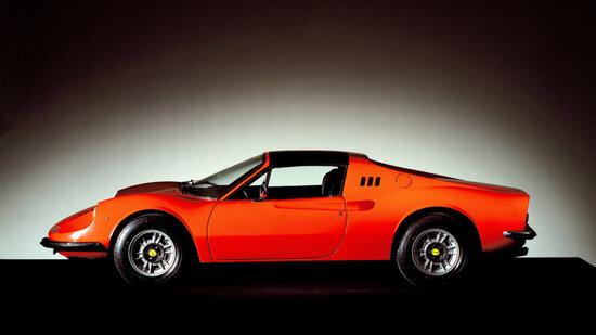 La 246 GTS era la versione targa della 246 GT, evoluzione della 206 GT