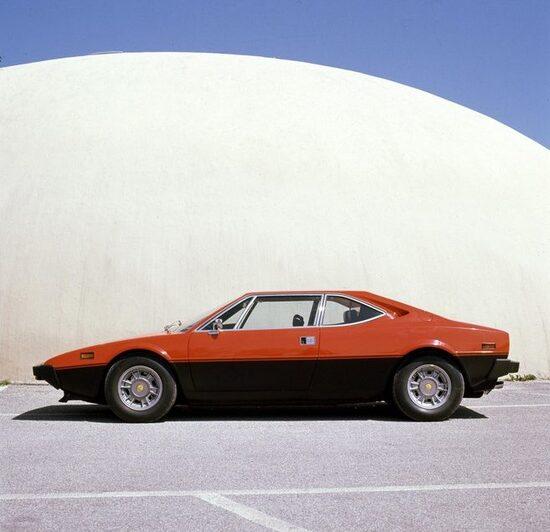 Per il mercato italiano fu realizzata la 208 GT4, versione della 308 GT4 con motore 2 litri per aggirare le pesante tassazione dell'epoca. Aveva 180 CV