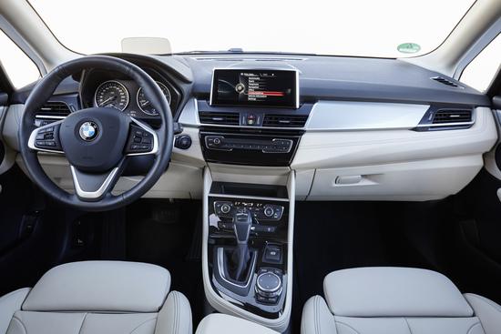 Gli interni sono un puro stile BMW