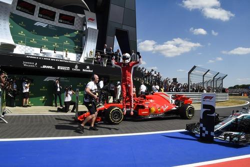 F1, GP Silverstone 2018: Mercedes-Ferrari, volano scintille (7)