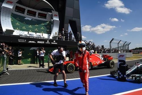 F1, GP Silverstone 2018: Mercedes-Ferrari, volano scintille (8)