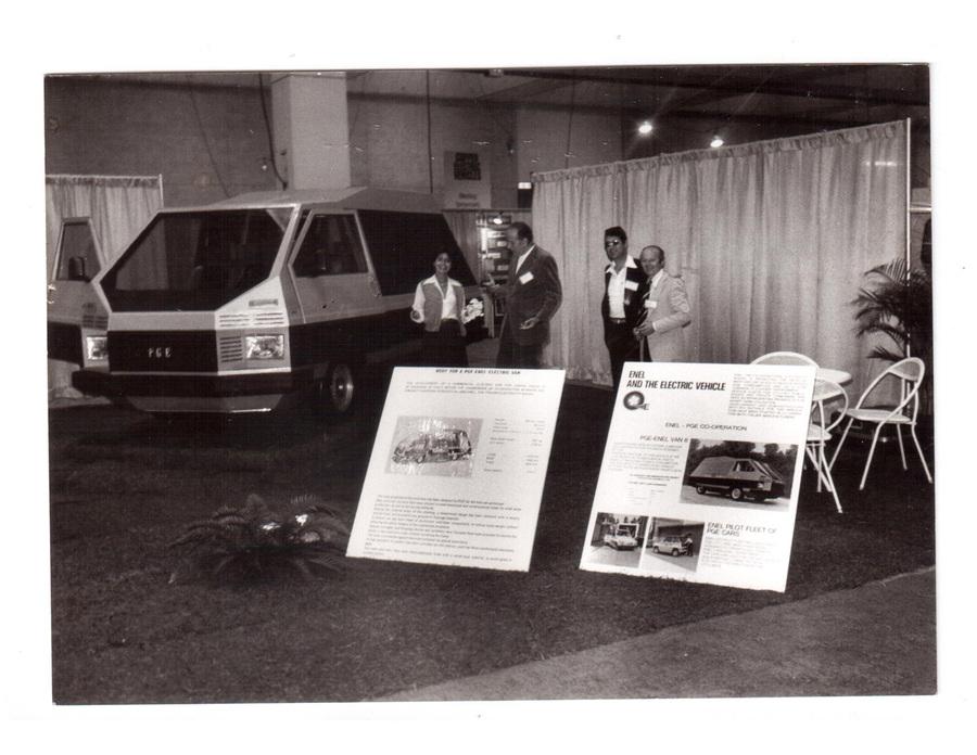 Il Van8, un veicolo elettrico alla cui progettazione ha partecipato Enrico De Vita. Presentato a Philadelphia nel 1978, era dotato di un pacco batterie al piombo da 400 Kg e struttura a pannelli piatti per facilitarne l'assemblaggio in varie nazioni