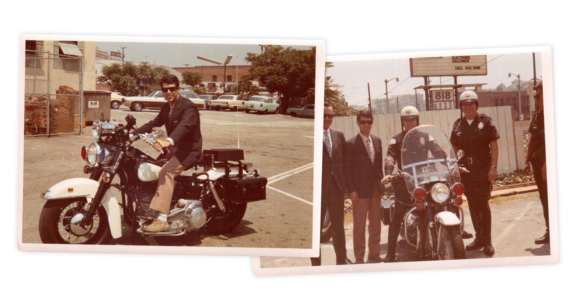 Enrico De Vita al Los Angeles Police Department nel 1970. A sinistra in prova con la concorrenza, Harley Davidson; a destra assieme ai capi e ai comandanti della polizia di Los Angeles