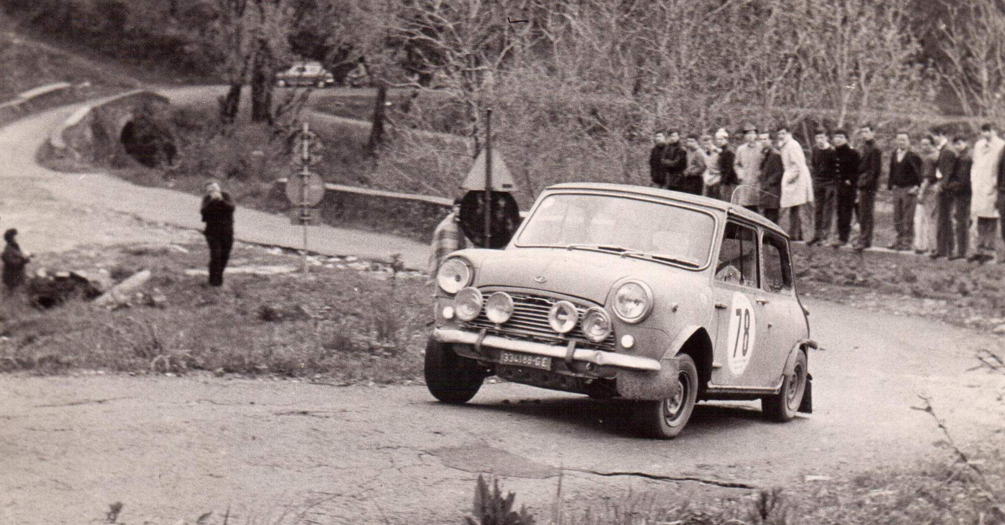 La Mini Cooper di Enrico De Vita nel rally di Villa d'Este del 1968