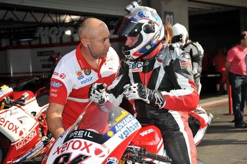 In sella alla Ducati SBK ufficiale