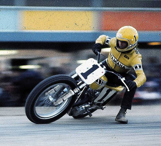Roberts in una gara flat track con la Yamaha 650