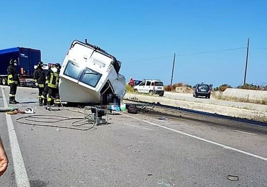 Incidenti, Furgone contro Tir in Puglia: 12 morti