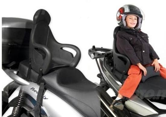 Niente seggiolino per i bambini in moto