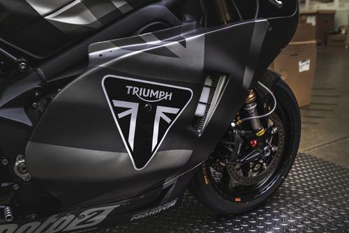 Triumph Moto2 a Silverstone con James Toseland (7)