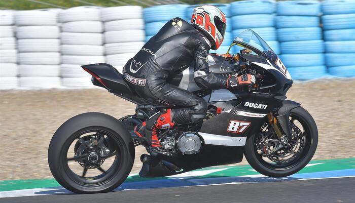 La Ducati Panigale V4R in configurazione Superbike durante i test di Jerez con Lorenzo Zanetti