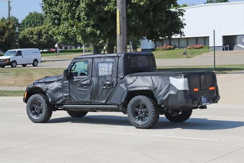 Jeep Scrambler, le foto spia  (2)