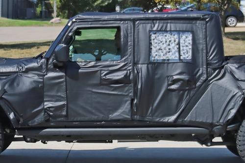 Jeep Scrambler, le foto spia  (6)