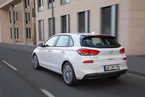 Hyundai i30, aggiornamenti estetici e nuovo motore diesel (7)