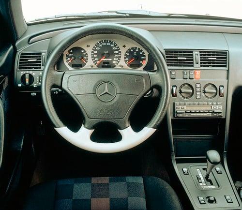 Mercedes C 36 AMG, 25 anni fa la prima Mercedes-AMG (4)