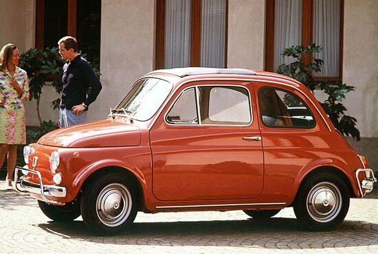 La Fiat 500 nel 1968 è ancora saldamente in testa alle preferenze degli italiani, principalmente per il suo basso costo: per averla bastava l'equivalente di 4.700 euro odierni