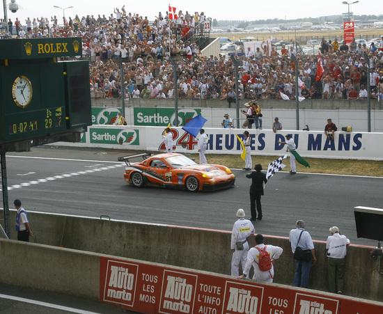 Panoz al traguardo di Le Mans: l'italo-americano davanti alle squadre ufficiali tedesche e francesi