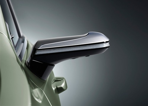 Lexus ES, addio specchietti. Arrivano i retrovisori digitali (5)