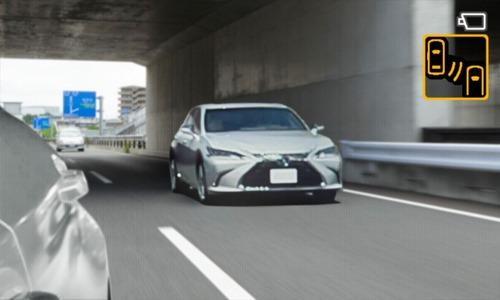 Lexus ES, addio specchietti. Arrivano i retrovisori digitali (7)
